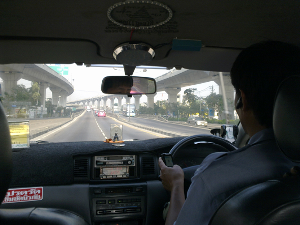 Taking a metered taxi from the airport to Petchburi Road