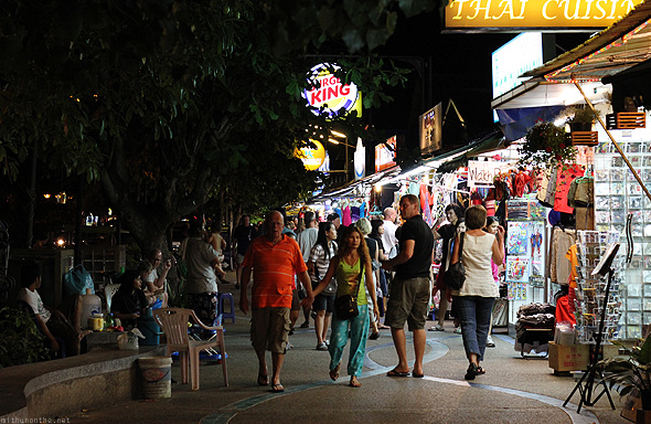 Ao Nang night stores