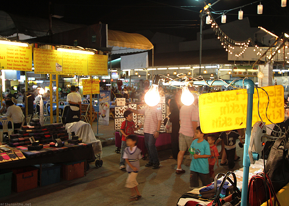 Bulb-heads, Chiang Mai Night Bazaar