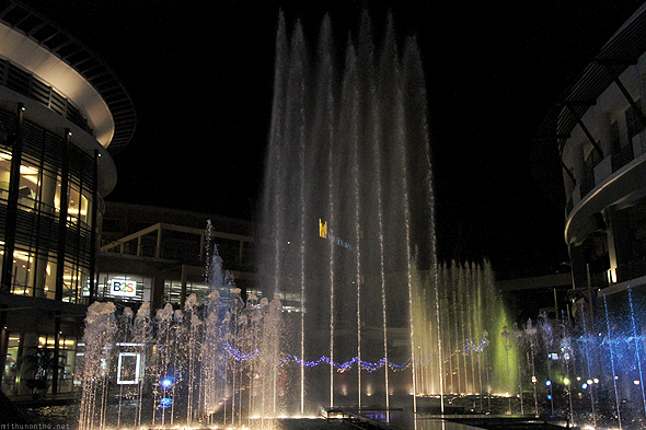 JungCeylon fountain show