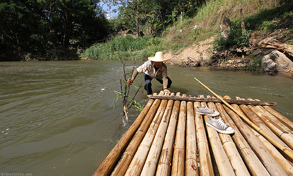 Bamboo raft stuck at Maesa elephant camp