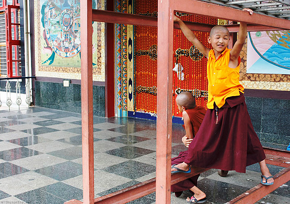 Bylakuppe temple buddhist kids playing