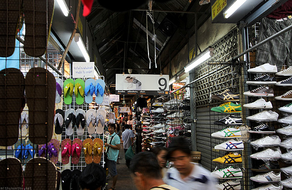 Chatuchak weekend market shoes
