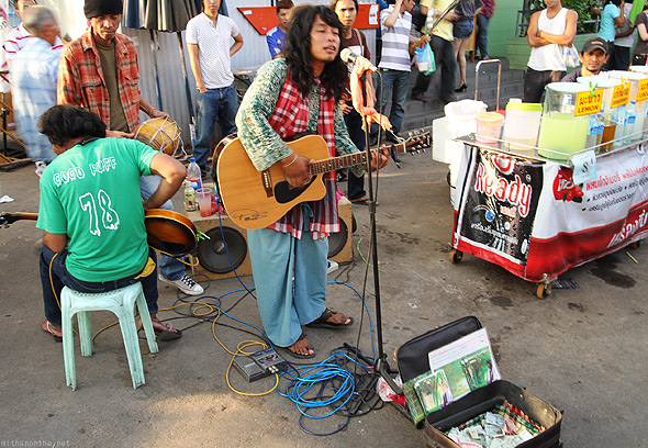 Chatuchak weekend market singer