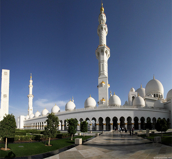 Sheikh Zayed mosque entrance panorama