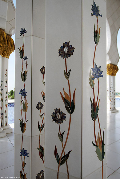 Sheikh Zayed mosque pillar art