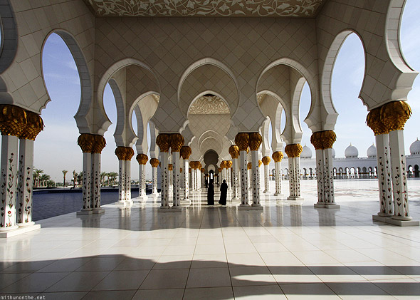 Sheikh Zayed mosque pillars women