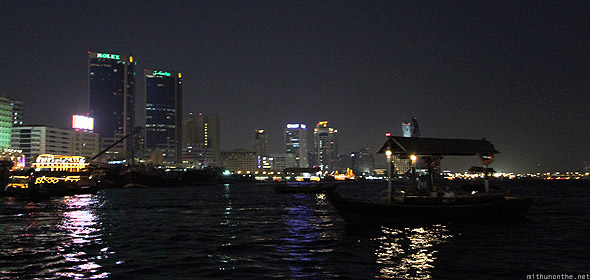 Dubai creek abra Rolex towers