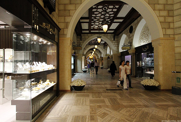 Dubai Mall gold souk shoppers