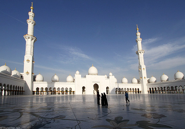 Sheikh Zayed mosque courtyard