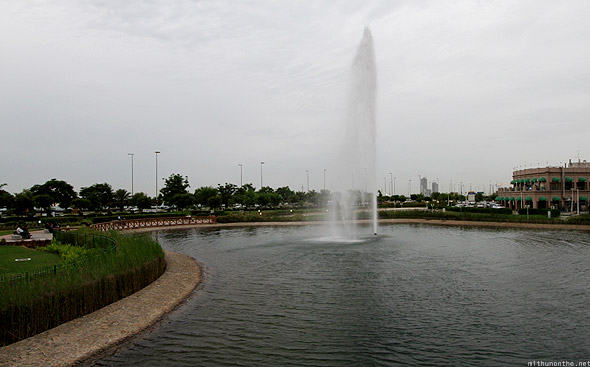 Abu Dhabi corniche park lake fountain