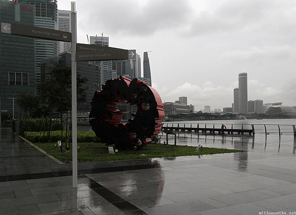 Singapore marina bay art monument