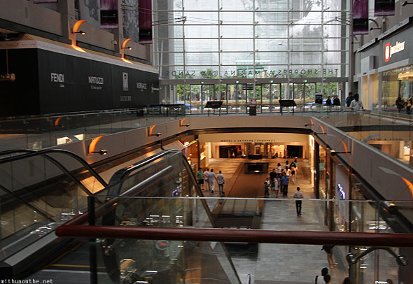 Singapore shoppes mall to Marina Bay Sands Casino hotel