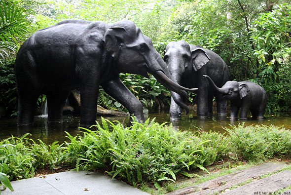 Singapore zoo elephant statues