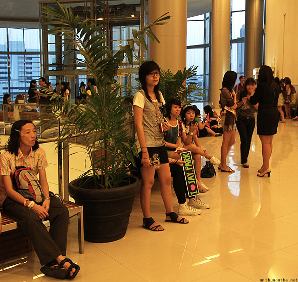 Jay Park Jaywalkers Thai fans waiting