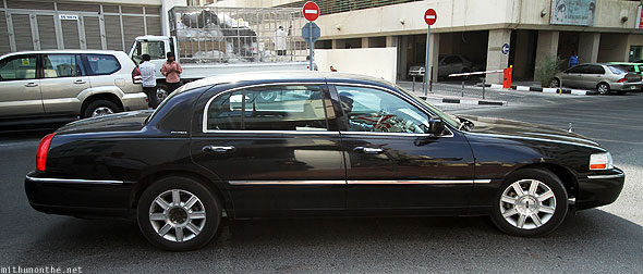 Lincoln towncar black Dubai