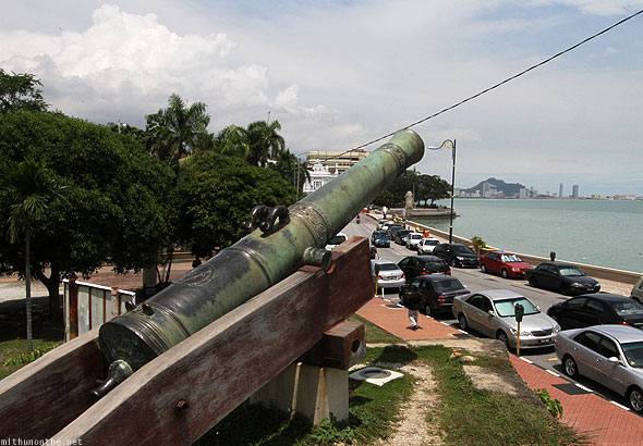 Fort Cornwallis park Penang cannon sea
