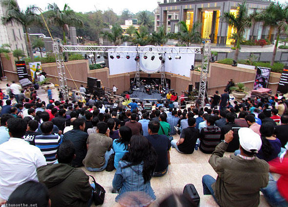 Breathe the Floyd Sound UB city amphitheatre crowds