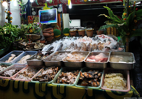 Jalan Alor fresh fish seafood on ice