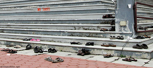 Batu Caves Venkatachalapathi temple no shoes