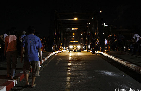 Chiang Mai Loi Krathong ping river bridge crowds