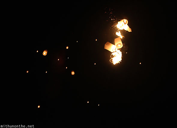Maejo Yi Peng burning lanterns khomloys sky