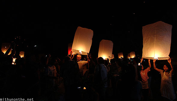 Maejo Chiang Mai crowd lanterns Loy Krathong