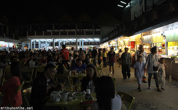 Chiang Rai night bazaar dining crowd