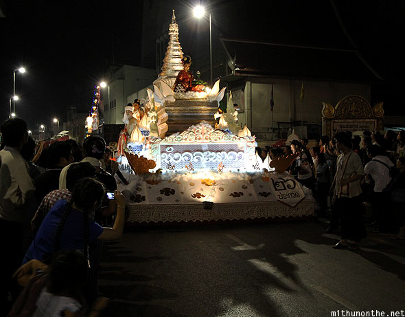 Chiang Mai Loi Krathong float Thapae road