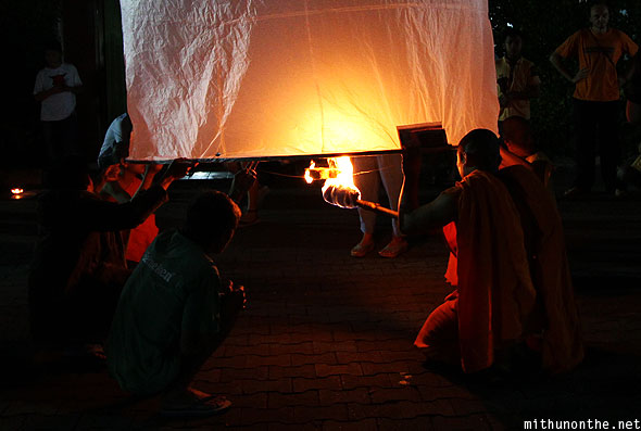 Chiang Mai Loi Krathong Wat Tung Yu lighting big paper lantern