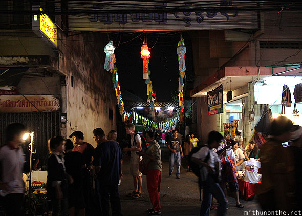 Chiang Mai Loy Krathong alley to temple
