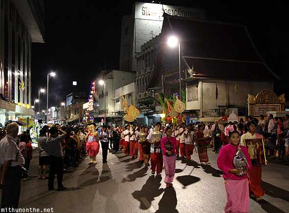 Chiang Mai Yi Peng parade Thapae road march