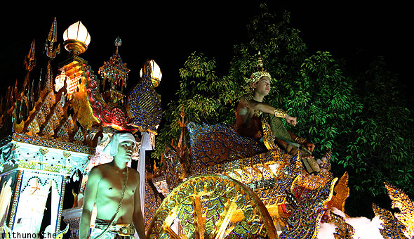 Golden float Loy krathong grand parade