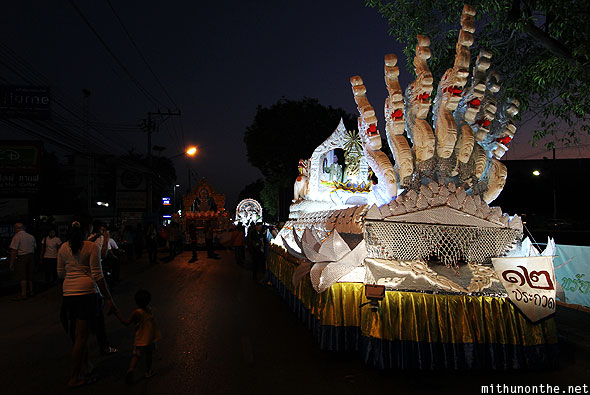 Loi Krathong Grand Parade start