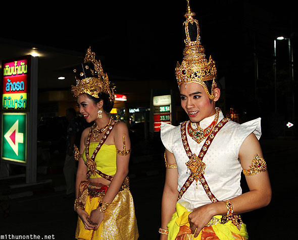 Loi Krathong grand parade Thais dressed