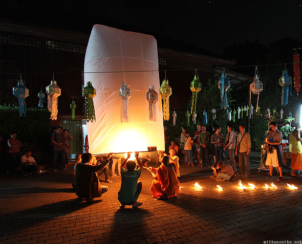 Yi Peng Chiang Mai big lanterns buddhists