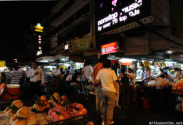 Chinatown fruit vendors eateries Bangkok Thailand