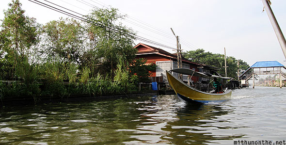 Damnoen Saduak floating market river motorboat Ratchaburi