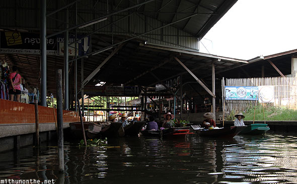 Damnoen Saduak floating market end Thailand