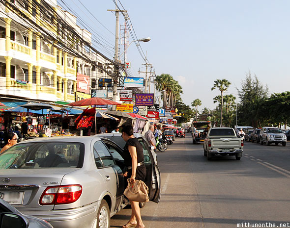 Jomtien beach road traffic
