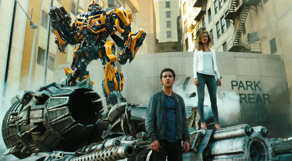 Shia LaBeouf Bumblebee Rosie Huntington-Whiteley