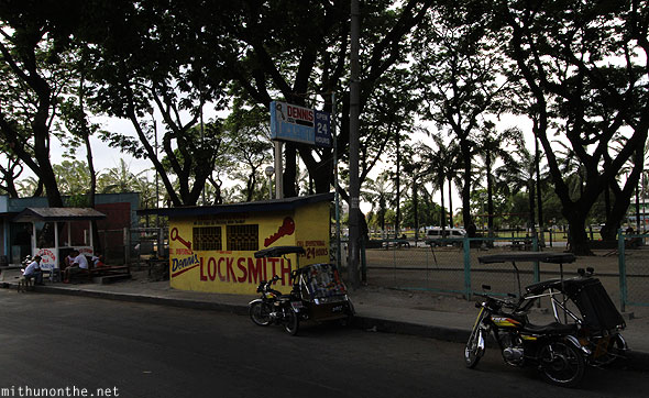 Angeles City locksmith near public park