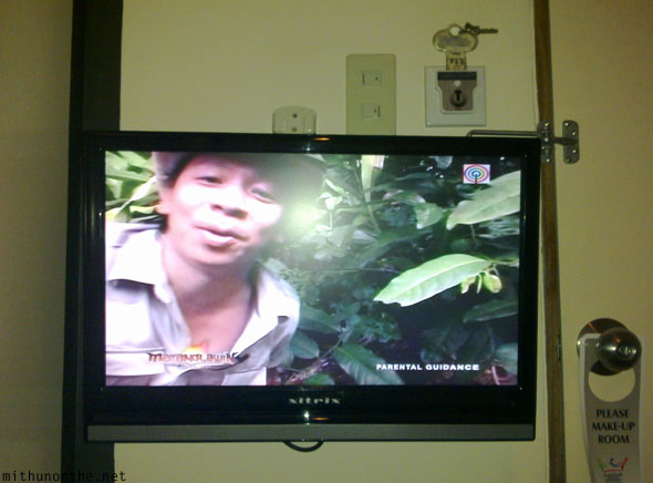 Filipino animal expert TV show Kabayan hotel