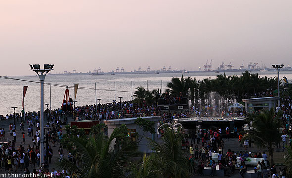 Manila baywalk evening crowds Philippines