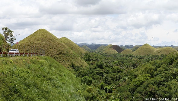 Chocolate Hills car Bohol panorama
