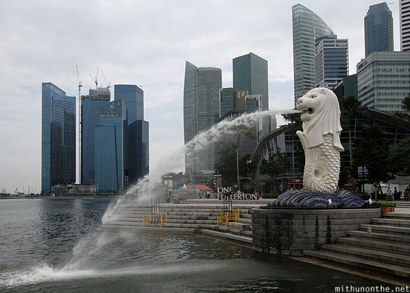 Merlion Park fountain statue Singapore