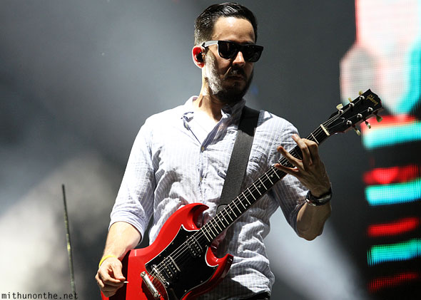 Mike Shinoda guitar Singapore Linkin Park concert