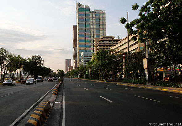 Roxas boulevard road Manila bay evening