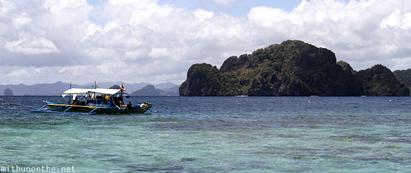 El Nido Filipino tour boat beautiful sea Palawan Philippines