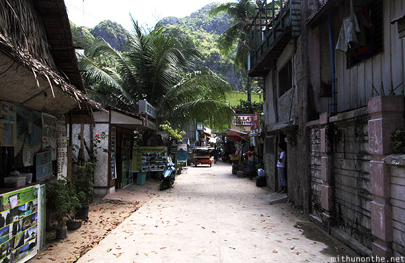 El Nido road to Art Cafe Palawan